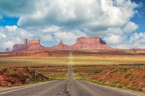 Highway to monument valley
