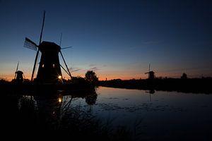Bijna middernacht bij Kinderdijk van Marco van der Veldt
