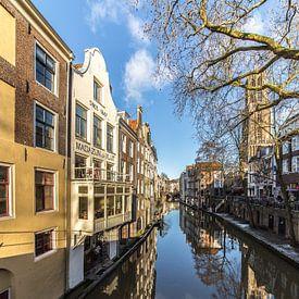 Reflecties in de Oudegracht te Utrecht gezien vanaf de Gaardbrug richting de Maartensbrug sur De Utrechtse Grachten