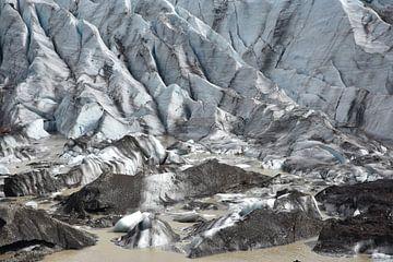 Gletsjer rotsen bij Svinafellsjokull, IJsland van Jutta Klassen