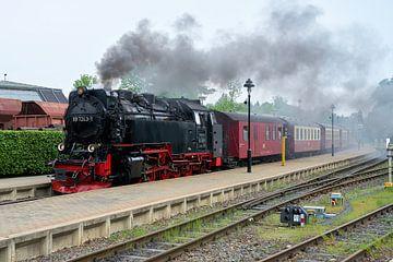 Stoomlocomotief van de Brockenbahn in het station van de stad Wernigerode in Duitsland van Heiko Kueverling