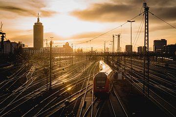 Regio trein bij zonsondergang van LUDWIGSTREET