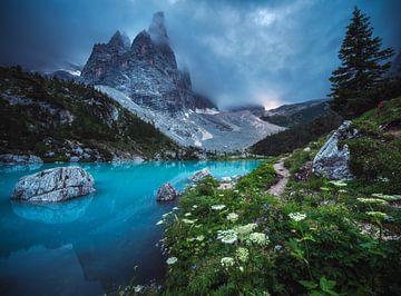 Lago di Sorapis in het laatste avondlicht van Jean Claude Castor