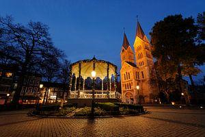 Muziektent en Munsterkerk op Munsterplein in Roermond