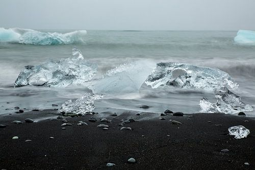 IJs op het lavastrand