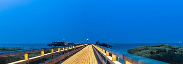 Heiligenhafen op het blauwe uur van Ursula Reins