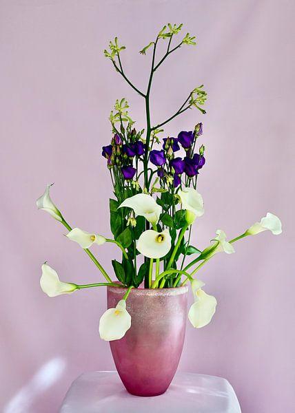 Bouquet violet et blanc sur Roelina Holtrop