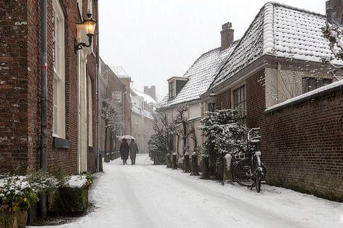 klassieke sneeuwfoto in de straatjes van Amersfoort