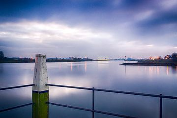 Blick über den Fluss Lek von Mark Bolijn