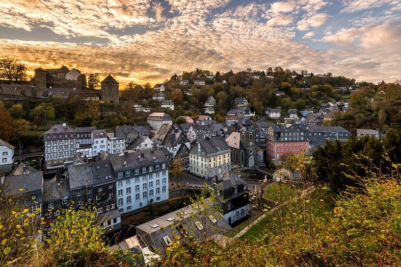 Zonsondergang in Monschau von Bert Beckers