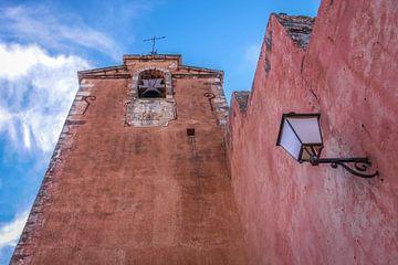 Clocher rouge dans le Roussillon, en Provence sur Christian Müringer
