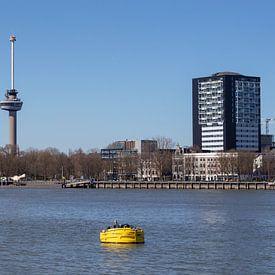 Rotterdam sky line met Euromast en kades van Joost Adriaanse