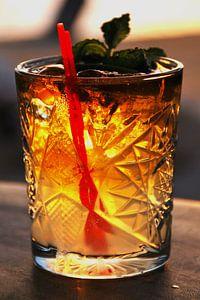 Cocktail in de avond bij de strandbar van