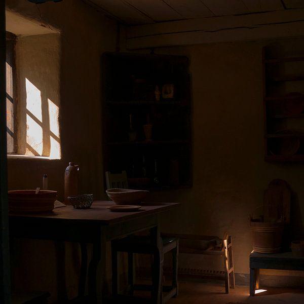 Stilleven met licht door venster