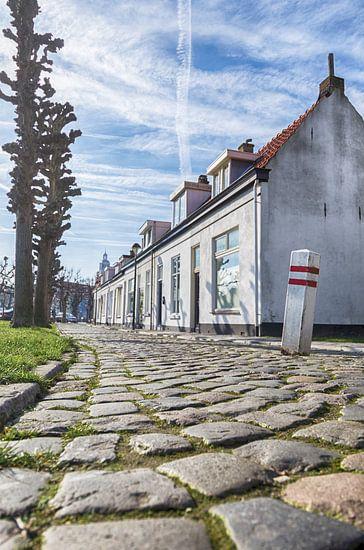 Ouderwets straatje in Bergen op Zoom van Mark Bolijn