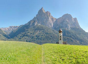 Kerk Sankt Valentin, Seis am Schlern - Castelrotto  - Kastelruth, Südtirol - Alto Adige, Italië van Rene van der Meer
