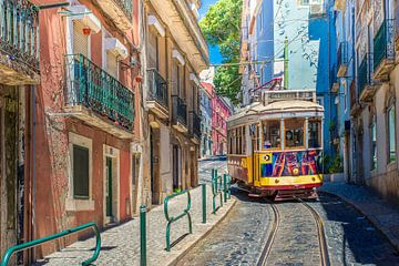Tram in Lissabon van Antwan Janssen