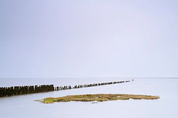 Golfbreker en eiland in de Waddenzee bij hoog water von Jenco van Zalk
