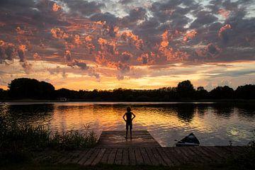 Schitterende zonsondergang bij meer in Vuren