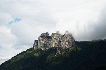 Berg in den Wolken von Jarno Dorst