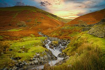 Schnell fließender Bach im Lake District, Großbritannien. von Rietje Bulthuis