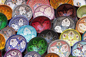 Bunte Töpferei - Essaouira - Marokko von Marianne Ottemann - OTTI