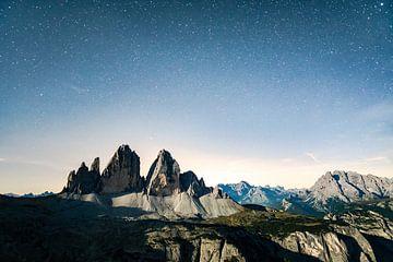 Volle maan nacht over de Three Peaks met maanlicht van Leo Schindzielorz