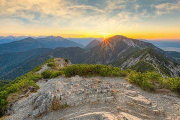 Uitzicht vanaf Herzogstand in Beieren van Michael Valjak