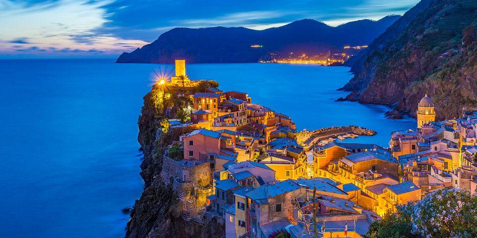 Vernazza by Night - Cinque Terre, Italië - 4 van Tux Photography