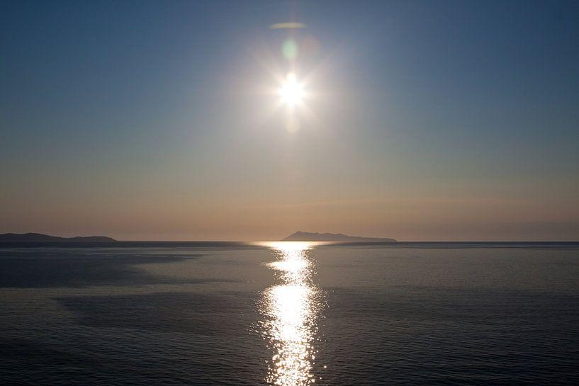Greek Sunset van Guido Akster