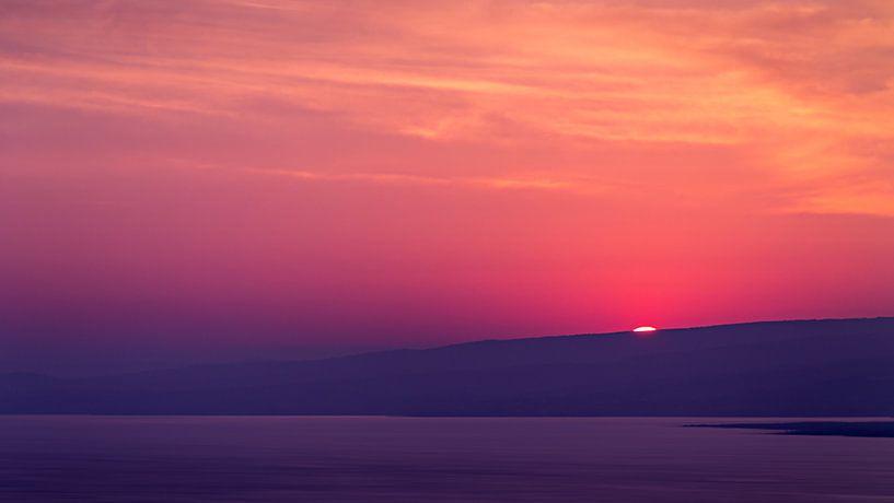 Purple Sunrise van Thomas Froemmel