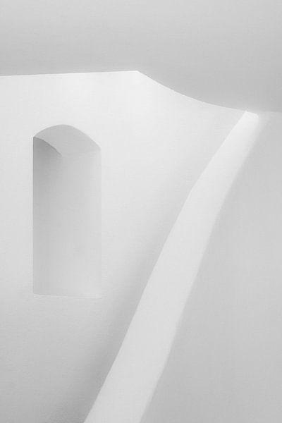 Nature morte abstraite, photo de l'intérieur d'une maison construite dans le style grec, en Turquie. sur Eyesmile Photography