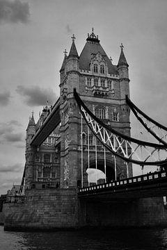 Towerbridge Londres à proximité en noir et blanc sur Mireille Schipper