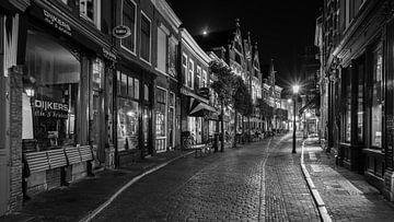Narrow streets of cobblestone van Scott McQuaide