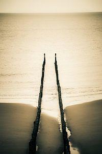 Bovenaanzicht golfbreker op het strand van Domburg