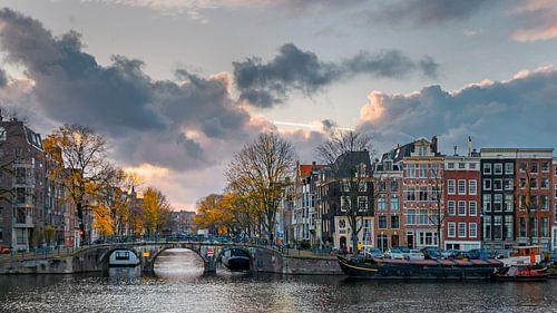 Prinsengracht mit Herbstwolken von