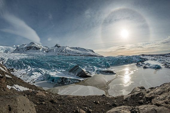 Een Halo schijnt boven de Svinafelljokull