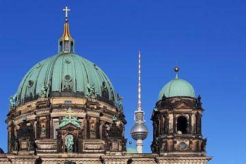 Die Kuppel des Berliner Doms und der Fernsehturm von Frank Herrmann