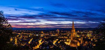 Freiburg im Breisgau skyline panorama in XXL formaat van Simon Dux