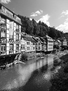 Monschau in de Eifel 10 Zwart-wit van Jörg Hausmann