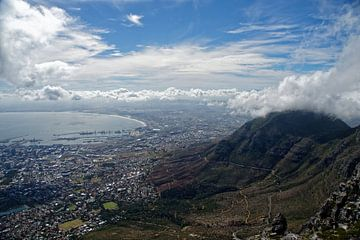 Uitzicht op Kaapstad vanaf de Tafelberg van Frits Schulte