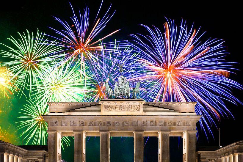 Vuurwerk bij de Brandenburger Tor in Berlijn van Frank Herrmann