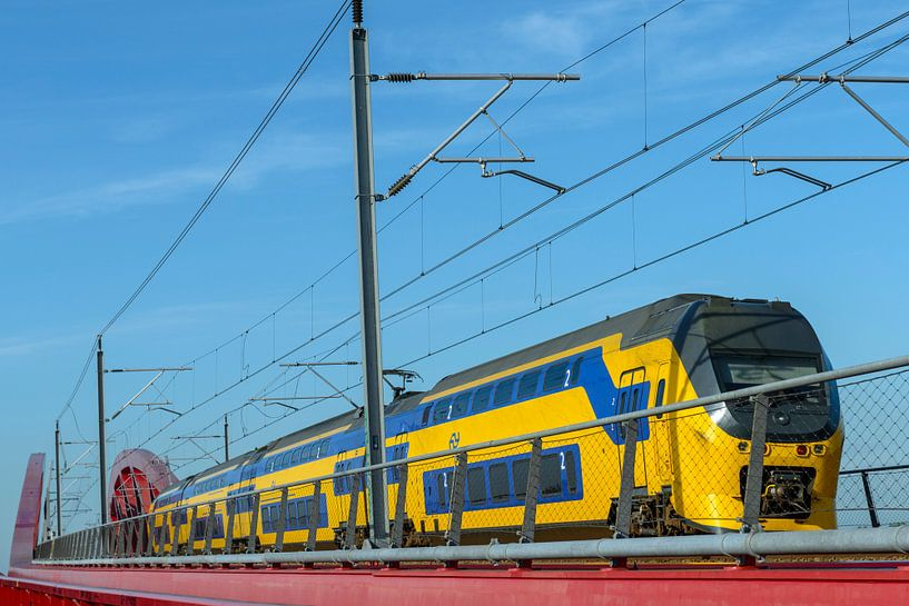 NS trein op de Hanzeboog brug bij Zwolle van Sjoerd van der Wal