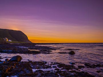 Coucher de soleil sur la côte de Norvège sur Patrick van Oostrom