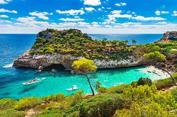 Spanje Mallorca, prachtige baai van Calo des Moro, Balearen, Middellandse Zee van Alex Winter