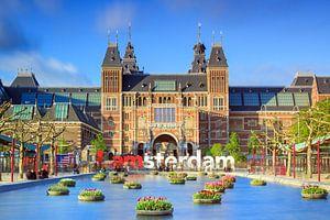 Rijksmuseum Amsterdam met tulpen in de lente