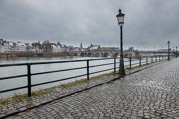 Winterse kijk op Maastricht en de Sint Servaasbrug van Kim Willems