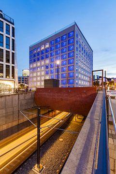 Stadsbibliotheek in Stuttgart 's nachts. van Werner Dieterich