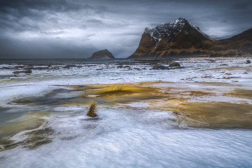 Fjord Lofoten van Peter Poppe