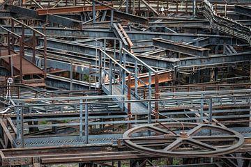 Industrieel stilleven van buizen en metaal van Patrick Verhoef